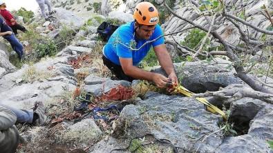 Dağda 3 Gündür Mahsur Kalan Keçi Kurtarıldı