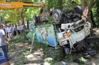 SERVERGAZI - Denizli'de Trafik Kazası Açıklaması 3 Yaralı