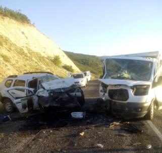 Elazığ'da Araçlar Kafa Kafaya Çarpıştı Açıklaması 2 Ölü, 1 Yaralı