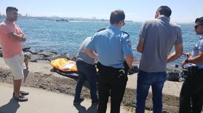 (Özel) Sarayburnu'nda Denizde Erkek Cesedi Bulundu