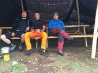 3 Dağcı, 3 Bin 500 Metrede Yoğun Sis Nedeniyle Mahsur Kaldı Ekipler Seferber Oldu