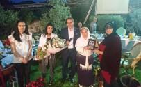 TÜRKÜCÜ - Bedia Akartürk İftarda Mini Konser  Verdi