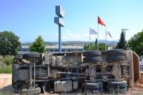 KAMYON ŞOFÖRÜ - Biga'da Kamyon Devrildi