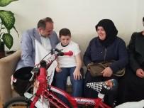 Bisikleti Çalınan Kanser Hastası Çocuğu Milletvekili Demir'den Sürpriz Hediye
