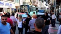 PAZARCI ESNAFI - Caddelerine Pazar Yeri Kurulmasını İstemeyen Esnaf Yol Kapattı