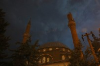ZABITA EKİBİ - Diyarbakır'da Yıldırımın Düştüğü Minare Yıkıldı