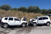Erdek'te 2 Araç Kafa Kafaya Çarpıştı