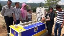 SEVINDIK - Eşinin Mezarını Fenerbahçe'nin Renklerine Boyattı