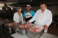 İFTAR MENÜSÜ - Her Gün 2 Bin 500 Kişilik İftar Yemeği Hazırlıyorlar