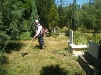 SULAMA KANALI - Hisarcık Mezarlığında Ot Temizliği