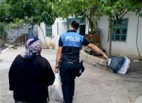 TOPLUM DESTEKLI POLISLIK - Kahta'da Polis Ekipleri Ramazan Yardımı Dağıttı