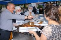 KUŞADASI BELEDİYESİ - Kuşadası Belediyesi Davutlar'da İftar Yemeği Verdi