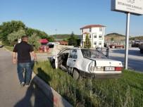 İSMAIL KORKMAZ - Tavşanlı'da Trafik Kazası Açıklaması 3 Yaralı