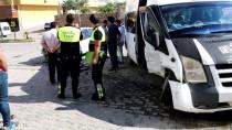 YOLCU MİNİBÜSÜ - Adıyaman'da Minibüs İle Otomobil Çarpıştı Açıklaması 6 Yaralı