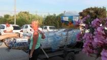 FETHIYE BELEDIYESI - Atık Pet Şişelerden Yapılan Tekne Denize İndirildi