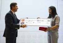 KAMU BAŞDENETÇİSİ - Başarılı Öğrenciler Ödüllerini Medya Temsilcilerinin Elinden Aldı