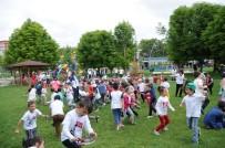 OYUNCAK KÜTÜPHANESİ - Çocuklar Oyunlarını Dünyanın Merkezinde Oynadı