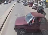 DİKKATSİZLİK - El Freni Çekilmeyen Otomobil Refüje Çarparak Durabildi