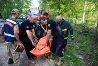 GAZIOSMANPAŞA ÜNIVERSITESI - İki Otomobil Kafa Kafaya Çarpıştı Açıklaması 1 Ölü, 12 Yaralı