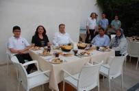 MEHMET TÜRKÖZ - Kaymakam Türköz Muhtarlarla İftar Yemeğinde Bir Araya Geldi