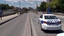 TUNUS - Konya'da Otomobil Alt Geçit Duvarına Çarptı Açıklaması 2 Yaralı