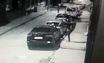 SELAHADDIN - Telefonda Sinirlendi, Sinirini Otomobilden Çıkardı