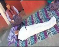 YAŞLI KADIN - Yaşlı Annesine Kefen Giyip Ölü Şakası Yaptı, Gerçek Sanan Anne Feryat Etti
