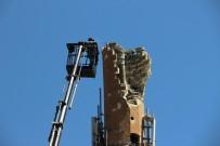 YILDIRIM ÇARPMASI - Yıldırım Düşen Minare Onarılıyor