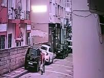 İSTİKLAL CADDESİ - 4'Üncü Kattan Otomobilin Üzerine Düştü