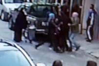 Başörtülü kadına saldırdı
