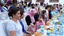 BAKÜ - Bakü Türk Okullarından Mahalle Halkına İftar