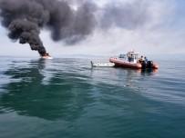 LEVENT KıLıÇ - Batan Teknedeki 2 Kişiyi Deniz Polisi Kurtardı