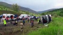 Erzincan'da Midibüs Devrildi Açıklaması 1 Ölü, 13 Yaralı