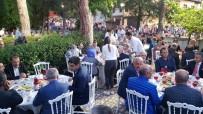 ÖMER FARUK ÖZ - Güleç Ailesi Köy Meydanında Protokole Ve Halka İftar Verdi