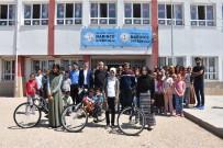 BAĞBAŞı - Köy Okullarındaki 4 Kız Öğrenci Bisiklet Ve Burs Kazandı