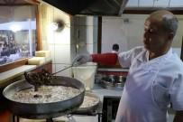 SELIMIYE CAMII - Ramazan'da Akın Akın Yemeğe Geliyorlar