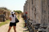 CENGIZ YıLDıZ - Perge'de Sütunlar Ayağa Kaldırılıyor