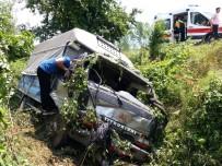 TEM Otoyolunda Kamyonet Şarampole Yuvarlandı Açıklaması 2 Yaralı