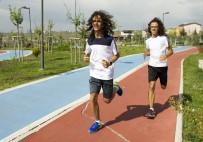 HIPERAKTIF - Atletizmde Şampiyon Olan Otistik İkizlerin Büyük Başarısı