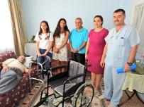 SOSYAL SORUMLULUK PROJESİ - Çeşmeli Öğrencilerden Yaşlı Hastalara Tekerlekli Sandalye