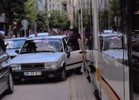 OSMANGAZİ ÜNİVERSİTESİ - Eskişehir'de Otomobil İle Tramvaya Çarpıştı