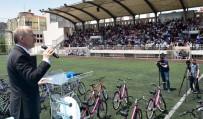 ALıŞKANLıK - Fatih Belediyesi En Çok Atık Toplayan 650 Çocuğa Bisiklet Hediye Etti