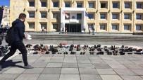 HÜKÜMET KARŞITI - Gürcistan'da Hükümet Binası Önünde Ayakkabı Protestosu