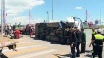 OSMAN KıLıÇ - Kars'ta Otomobil Askerleri Taşıyan Midibüse Çarptı Açıklaması 16 Yaralı