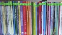 Seminerde Topladığı Kitaplarla Kütüphane Kurdu