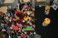 HOLLYWOOD - Çocuklar Karne Heyecanını 'Minyonlar' İle Yaşadı
