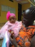 KÜÇÜK KIZ - Çöpte Bulunan Bebeği Sınır Tanımayan Doktorlar'ın Çevirmeni Evlat Edindi