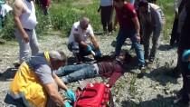 Erzincan'da Minibüs Yüksek Gerilim Direğine Çarptı Açıklaması 6 Yaralı