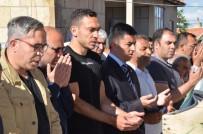 MEVLÜT ERDINÇ - Milli Futbolcu Mevlüt Erdinç'in Babası Toprağa Verildi