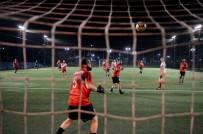 YENİ YÜZYIL ÜNİVERSİTESİ - Milli Futbolcular Kızılay İçin Sahaya Çıktı